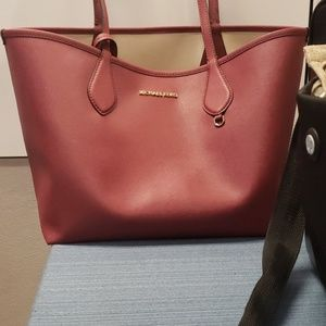 Michael kors purse and wristlet